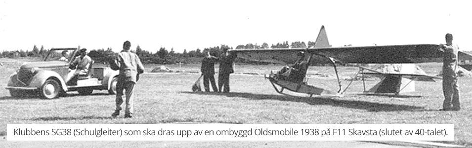 Klubbens SG38 (Schulgleiter) som snart ska dras upp av en ombyggd Oldsmobile 1938 på F11 Skavsta, någon gång i slutet av 40-talet.